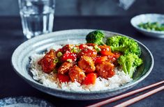Poke Bowl, Pork Recipes, Sushi, Food And Drink, Gluten Free, Chinese, Favorite Recipes, Ethnic Recipes, Table