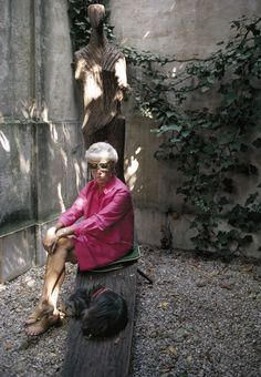 Peggy Guggenheim in her courtyard, photo by Tony Vaccaro