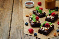 Sütés nélküli brownie mandulával és bogyós gyümölcsökkel - Bűntudat nélkül eheted Gluten Free Recipes, Free Food, Pudding, Cukor, Custard Pudding, Puddings, Gluten Free Menu, Avocado Pudding