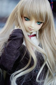 I love this doll's makeup!