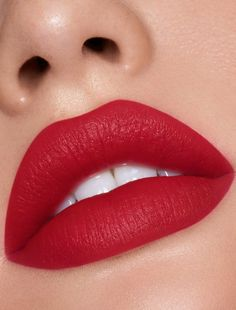 Shop lip makeup sets at Kylie Cosmetics. Top selling lip sets at the best value, including liquid lipstick, gloss, velvet and matte trios. Lip Gloss Colors, Pink Lip Gloss, Pink Lips, Lip Colors, Matte Red Lips, Matte Pink, Lipstick Shades, Lipstick Colors, Burgundy Lipstick