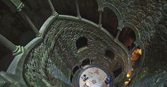 Poço que parece torre invertida tem símbolos da maçonaria em Portugal