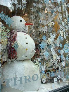Anthropologie Window Display for Winter-inspiration Winter Window Display, Christmas Window Display Retail, Christmas Store Displays, Christmas Windows, Anthropologie Display, Anthropologie Christmas, Store Front Windows, Store Window Displays, Retail Displays