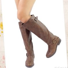 "Flash Sale❗️Montage-83 Brown Riding Boots New in original Box Montage-83 Knee high riding boots. Man-made materials. Faux fur lining for added comfort. Approx. 1"" heel, Calf Circumference: approx. 15"", Opening Circumference: approx. 17"". Shoes Heeled Boots"
