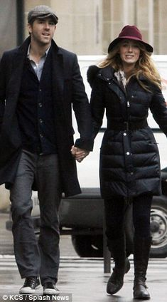 Newlyweds Blake Lively and Ryan Reynolds go for a walk in Paris