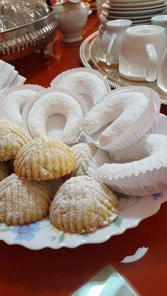Eid Sweets, Arabic Sweets, Arabic Food, Middle Eastern Sweets, Algerian Recipes, Snap Food, Food Gallery, Food Snapchat, Food Festival