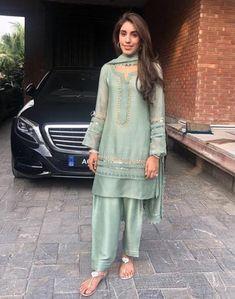 Stylish Dress Designs, Stylish Dresses For Girls, Casual Dresses, Fashion Dresses, Girls Dresses, Elegant Dresses, Pakistani Fashion Party Wear, Pakistani Wedding Outfits, Indian Fashion