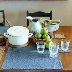 洗いざらしの麻のランチョンマット。お洒落な食卓には欠かせませんね。