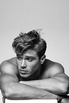 Matthew Noszka, age from Vogue Magazine. This ultimate all-American boy plays basketball, is six foot two, loves a romantic comedy, and is a total Mummy's boy. Beautiful Boys, Pretty Boys, Gorgeous Men, Beautiful Men Bodies, Dead Gorgeous, All American Boy, American Male Models, Hommes Sexy, Male Poses