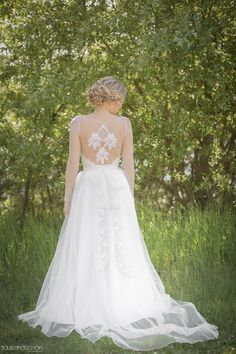 'Noemi'- bohemian vintage inspired wedding dress by Petite Lumiere. Stunning see-through back detail, sleeved weeding dress