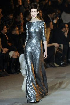 Anne Hathaway in Marc Jacobs