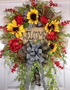 Pretty Summer Wreath Decor Ideas For Front Door 16 Wreath Crafts, Diy Wreath, Wreath Making, Wreath Ideas, Deco Mesh Wreaths, Fall Wreaths, Sunflower Wreaths, Le Jolie, Summer Wreath
