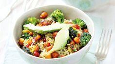 Quinoový salát s křupavou cizrnou a brokolicí Foto: