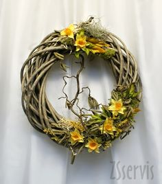 Jarní věnec z proutí Sympathy Flowers, Welcome Spring, Easter Wreaths, Mosaic Art, Grapevine Wreath, Fabric Flowers, Grape Vines, Diy And Crafts, Creative
