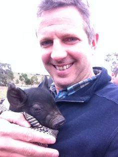 Tim Wildman MW @Tim Wildman  @Greenvale Farm Move over LambCam, time for PigVid #selfie with @Best's Great Western @vino_freakism #JBT5