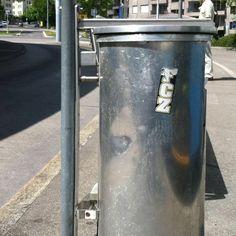 Abfalleimer mit FCZ Kleber #vbz picture Zürich