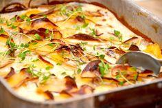 Du kan sagtens lave flødekartofler uden fløde, hvilket blot betyder en noget mere fedtfattig udgave af den populære kartoffelret. Her lavet med løg og hvidløg. Foto: Guffeliguf.dk.