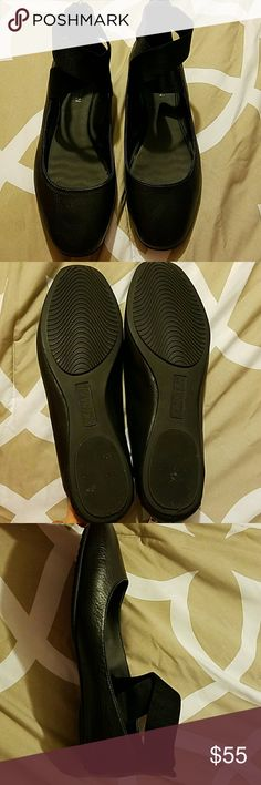 Ballerina flats Super comfy and cute! Never used... Reaction KENETH COLE Shoes Flats & Loafers