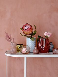 Red Textured Glass Vase - a beautiful Salmon Pink / Red glass vase by Bloomingville. This lovely deep Salmon Pink vase is beautifully shaped. Flat Interior, Interior Design, Interior Door, Deco Pastel, Pouf Rose, Deco Zen, Hallway Inspiration, Deco Originale, Hotel Interiors