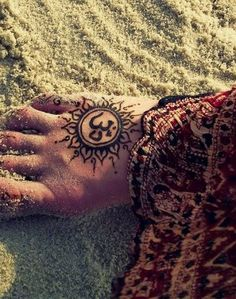 Check out Attractive om tattoo or other om foot tattoo designs that will blow your mind, tattoo ideas that will be your next inspiration. Yoga Tattoos, Sun Tattoos, Bild Tattoos, Body Art Tattoos, Henna Tattoos, Bright Tattoos, Indian Tattoos, Tattoo Art, Sun Tattoo Designs
