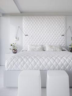 Modern White Bedroom Furniture All White Bedroom Not Boring Design Idea Luxury White Bedroom Furniture, White Bedroom Design, All White Bedroom, Luxury Bedroom Design, White Rooms, White Walls, White Bedspreads, Suites, Bedroom Styles