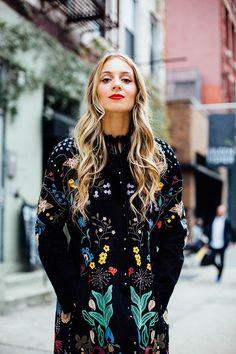 Harley Viera-Newton: Abrigo, de Valentino; medias, de Wolford; zapatos, de Charlotte Olympia; bolso de Harley.