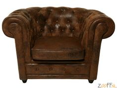 Kare Design Oxford Vintage Eco Armstoel - Deze Kare Design Oxford Vintage Armstoel in de klassieke Chesterfield stijl, bestaat uit een houten onderstel en een gevulde zitting, met microfiber/polyester bekleding. Geeft luxe en warmte aan de ruimte waar de stoel wordt geplaatst, en heeft een hoog zitcomfort.