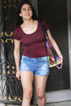 Sara Ali Khan rocks the gym look Indian Bollywood Actress, Beautiful Bollywood Actress, Most Beautiful Indian Actress, Bollywood Fashion, Bollywood Images, Bollywood Celebrities, Bollywood Stars, Hot Actresses, Indian Actresses