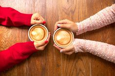 Two female hands holding cup of coffee a wooden vintage table in a coffeeshop, friend drink coffee , Coffee Barista, Coffee Drinks, Coffee Cups, Cheap Coffee Maker, Coffee Stock, Brewing Equipment, Best Coffee, Melting Chocolate, Food And Drink