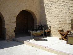#magiaswiat #podróż #zwiedzanie #targoui #blog #afryka  #tunezja #sousse #sidibousaid #morze #srodmiejskie #statki #medina #suk #katakumby #niebieskiemiasto #monastyr #mauzoleum # fort #medina #port #elkantaoul #flamingi #tunis #kartagina #hergla #meczet Patio, Outdoor Decor, Blog, Home Decor, Decoration Home, Room Decor, Blogging, Home Interior Design, Home Decoration