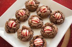 These Choco Mint Blossom Cookies are among the favorites when it comes to Christmas cookies! It is so easy to make and just has 9 ingredients and very little baking time! Quick Easy Desserts, Delicious Desserts, Dessert Recipes, Valentines Day Cookies, Christmas Cookies, Blossom Cookies, Mint Cookies, Complete Recipe, Holiday Treats