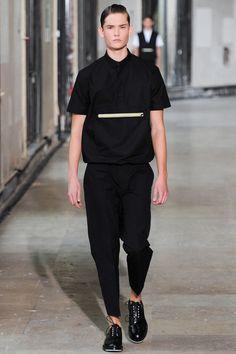 See all the Collection photos from Kris Van Assche Spring/Summer 2014 Menswear now on British Vogue Fashion Show, Fashion Looks, Mens Fashion, Fashion Design, Fashion Trends, Paris Fashion, Streetwear, Paris Mode, Vogue Paris