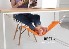 L'amaca per i piedi: relax sotto la scrivania