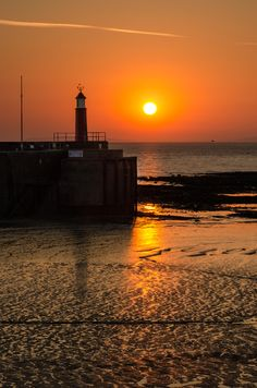 Watchet Quay at dawn - Somerset Beautiful World, Beautiful Places, House Viewing, Amazing Sunsets, Beautiful Sunrise, Windmill, Great Britain, Places To See, Moonlight Sonata