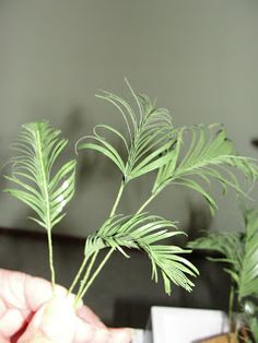 Simple DIY miniature palm leaves - not English but well-illustrated