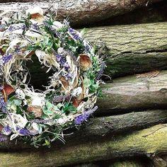 #floristika #flowersman #florist #instaflower #instafoto #instanature #nature #flowers #jaro #spring #foto #foto📷 #work #mywork #blue #modra #kruh #levandule #lyko #drevo #green #kruh #sunny #day #village #vajicka #jiva #buxus #my #favourite #color