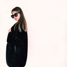 Francesca Cinà - Instagram: @myway_ . Wearing: TankFashion black faux fur coat and Freyrs sunglasses. Total black outfit