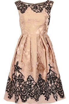 Valentino-- gorgeous.  Simply gorgeous.  (Now I just need to find someplace appropriate to wear it, though that might require me leaving the house after dark.  Oh, and a few thou to buy the dress, too, I suppose.  And 20 or so lbs down to fit into it.  But otherwise, it's SO ME!)