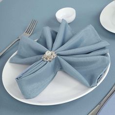 Napkin Ring Folding, Wedding Napkin Folding, Christmas Napkin Folding, Folding Napkins, Napkin Rings, Dining Room Table Decor, A Table, Dinner Table, Banquet Tables
