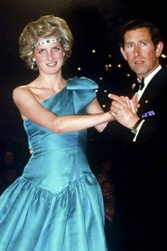 Remembering Princess Diana: 42 Stunning Photos From Her Royal Life and Legacy Silk Floral Dress, Navy Midi Dress, Princess Eugenie, Princess Of Wales, Real Princess, Diana Fashion, Royal Fashion, Norfolk, Charles And Diana