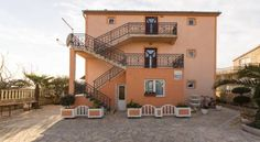 Villa Matkovic Primo�ten Offering sea views, Villa Matkovic is located in a quiet area, 2 km from the center of Primosten. Free WiFi is available and the nearest beach is 2 km away.