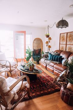 Your home should be your happy place – the place where your best self thrives and where you feel relaxed, creative, energized, and whole. For Arianna Danielson,owner and curator of Wicker & Woven, that means a home that is equal part midcentury eclectic and earthy bohemian. She and her husband Nathan, children Charliee and Leo …