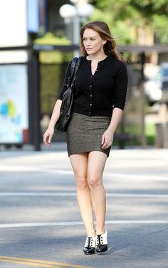 how to wear womens oxford shoes Hilary Duff Style, Pencil Skirt Work, Women Oxford Shoes, Kendall Jenner Style, Hollywood Fashion, Hollywood Glamour, Girl Fashion, Womens Fashion, The Duff
