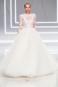 Suknie ślubne Rosa Clara wiosna 2017, fot. Imaxtree