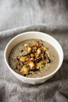 Vellutata di funghi con porcini, cannellini, panna acida e briciole croccanti al profumo d'aglio (via Bloglovin.com )