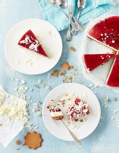 Glögi-juustokakku on joulun ihanin kakku! Täyteläinen valkosuklaamousse on herkullinen makupari pipareille ja glögikiilteelle. Katso VIDEO, kuinka kakku valmistuu!
