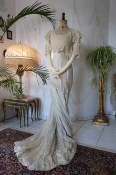 Exquisite Belle Epoque Wedding Gown, Antique Dress, Antique Gown, Bridal Gown, Edwardian, Art Nouveau, ca. 1909 #antiques