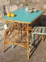 Table vintage en rotin des années 60  45€