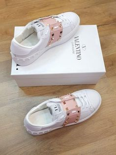 d🛍 - - - Schoenen sneakers - Zapatos Ideas Sneakers Fashion, Fashion Shoes, Hijab Fashion, Fashion Clothes, Nike Fashion, Shoe Boots, Shoes Sandals, Cute Sneakers, Aesthetic Shoes