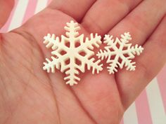 Hey, I found this really awesome Etsy listing at https://www.etsy.com/listing/247471578/glitter-snowflake-cabochons-cute-holiday